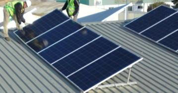 Francia muestra el camino en autoconsumo: obliga a poner paneles fotovoltaicos en los nuevos edificios comerciales