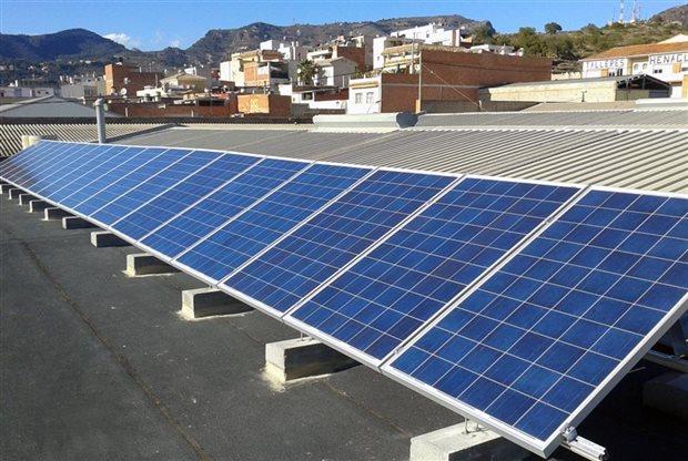 El Gobierno aprueba el «impuesto al sol» para el autoconsumo eléctrico, y el viernes que viene aprobará el «impuesto a la luna»