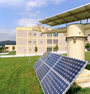 Las placas solares en viviendas permiten ahorrar un 24% en la factura de la luz